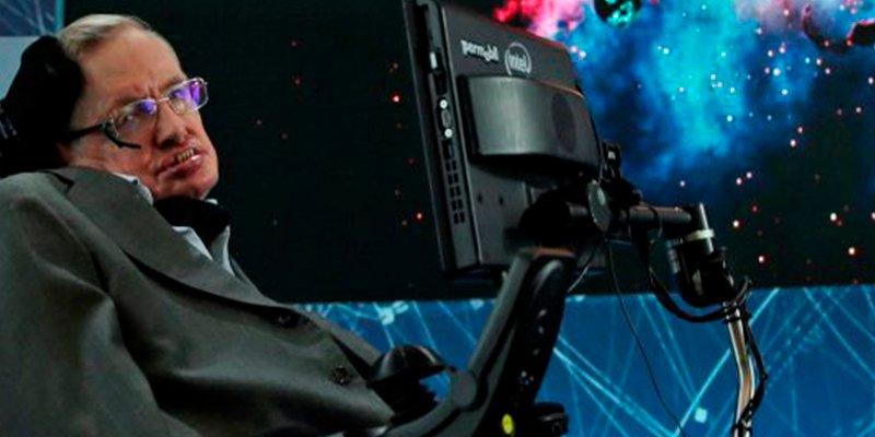 Las tres inquietantes advertencias que hizo Stephen Hawking antes de morir