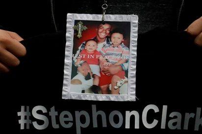 Stephon Clark recibió ocho disparos por la espalda de los policías de Sacramento
