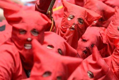 """Así azotan a los pecadores en el Salvador, los talcigüines o """"demonios"""" locales"""