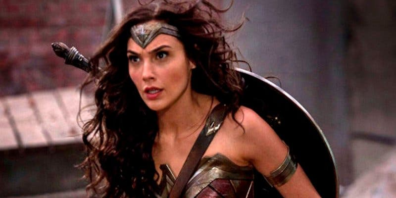 Así es la falsa carrera porno de Wonder Woman