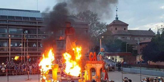 El aquelarre cultural de Podemos y PSOE quemando en público un Quijote