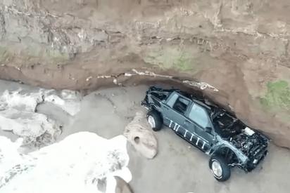 Esta misteriosa camioneta sin ocupantes cae de un acantilado en Mar del Plata