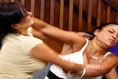 Brutal pelea entre dos chicas borrachas como piojos