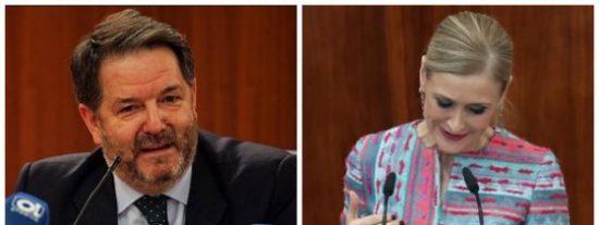 ABC saca la guillotina: exige a Cifuentes que se aplique su propio código moral y dimita tras el 'mastergate'