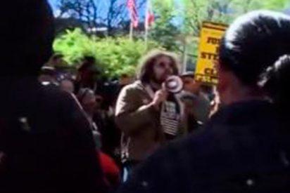 Dan una paliza brutal a un afroamericano que cruzó la calle de forma imprudente