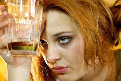 ¿Sabías que el consumo de alcohol aumenta en un 45% el riesgo de síndrome premenstrual?