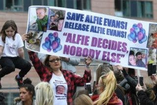 """Francisco pide """"intentar nuevas posibilidades de tratamiento"""" con Alfie Evans"""