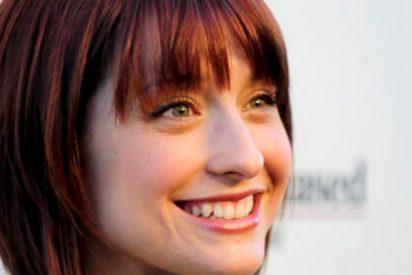 Detienen a Allison Mack, actriz de 'Smallville', acusada de tráfico sexual