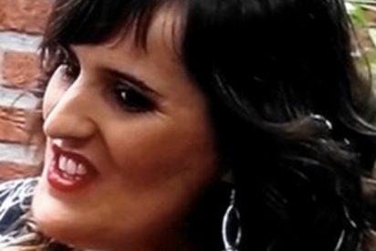 Las caras de esta concursante de 'First Dates' lo petan en las redes
