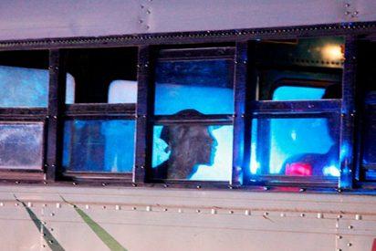 Graban a estos dos jóvenes drogándose en el transporte público