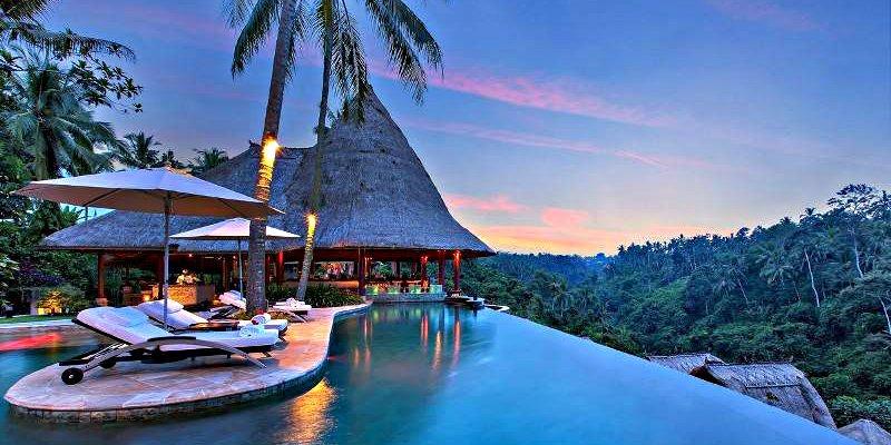 Un niño de 12 años le roba la tarjeta de crédito a su madre y se va a Bali