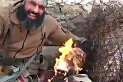 El 'Ángel de la Muerte' quemando la barba al asesino del ISIS