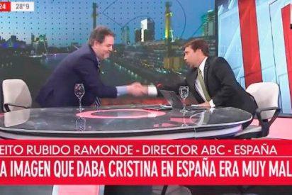 La aparatosa caída de Bieito Rubido, director de ABC, en la televisión argentina