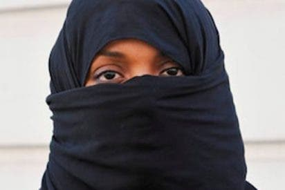 Los franceses niegan la ciudadanía a una musulmana que se negó a dar la mano al representante del Estado