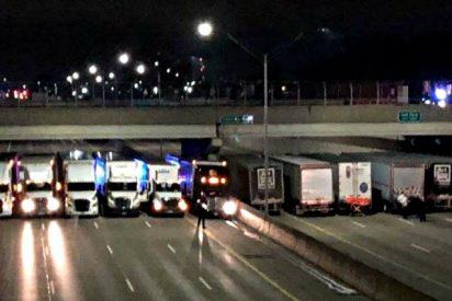 Trece camiones bloquean una autopista de Detroit para evitar un suicidio