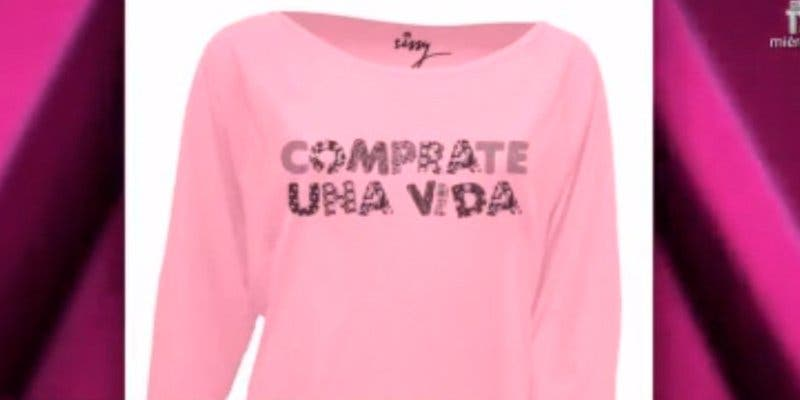Las redes se descojonan de la ortografía de la primera camiseta de la línea de moda de Isa Pantoja
