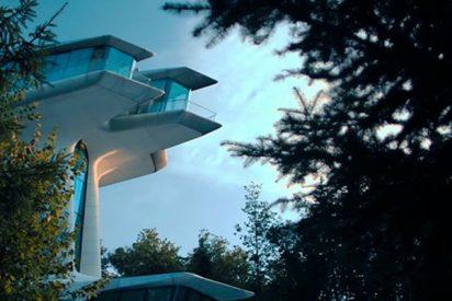 Así es la casa árbol de estilo futurista