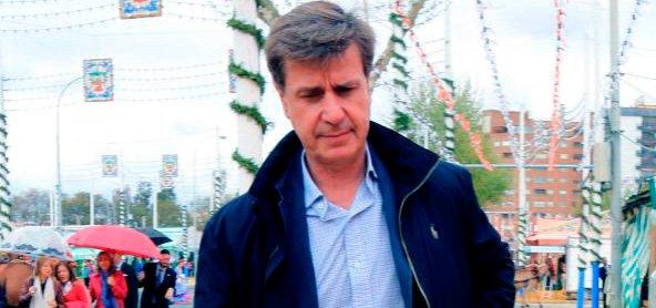 Cayetano Martínez de Irujo se enfrenta a la policía en la Feria de abril
