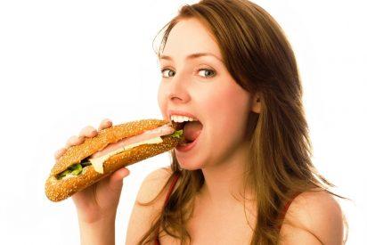Comer delante del ordenador en el trabajo puede causar sobrepeso