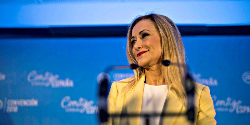 A Cristina Cifuentes la huele el culo a pólvora