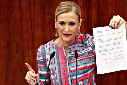 Cifuentes culpa al rector de la URJC de haberle engañado y renuncia al máster (que no hizo)