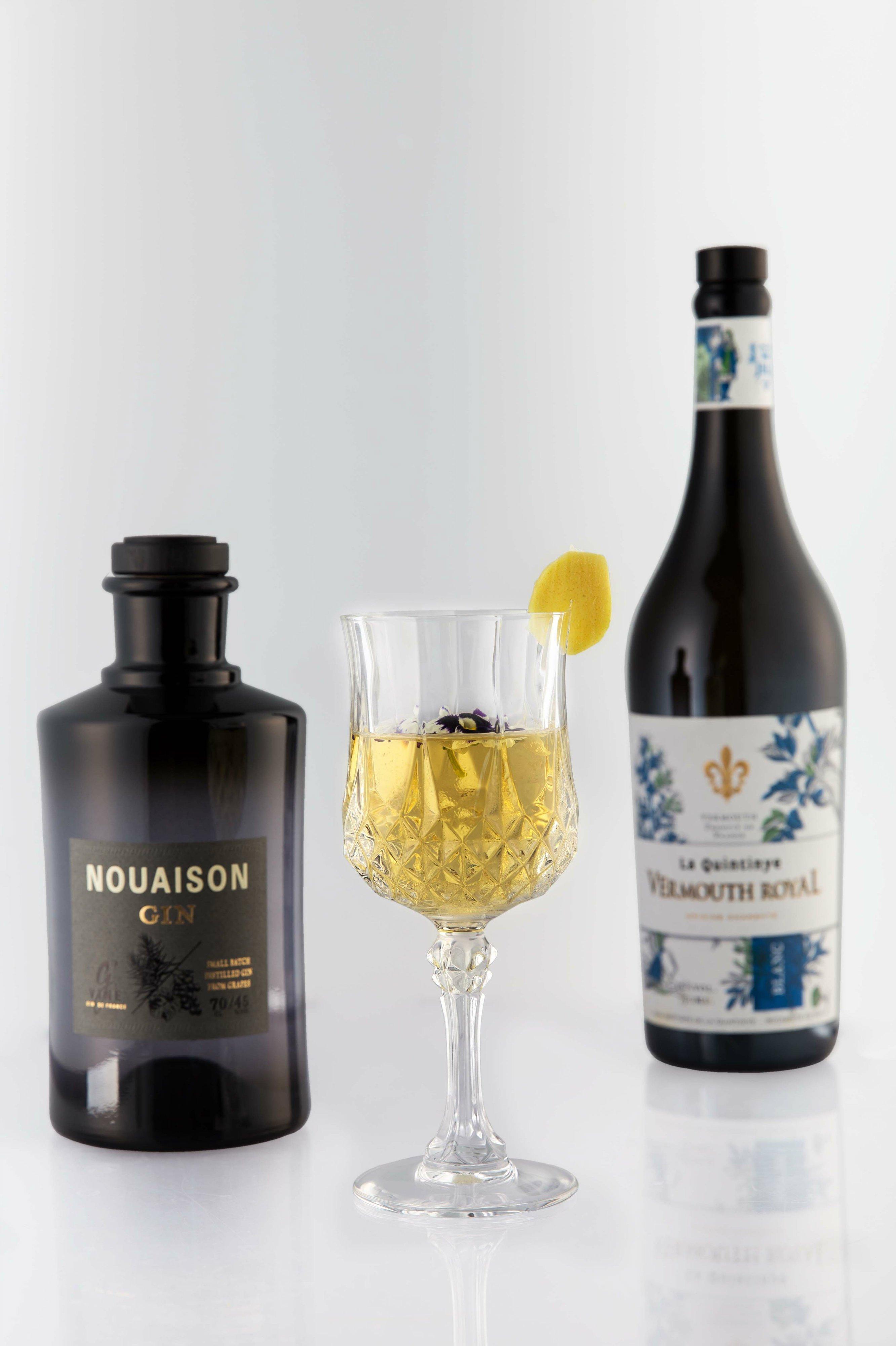 El cóctel Divinus, creado por David Ríos, combina la excelencia de Nouaison Gin con la variedad Blanc de La Quintinye Vermut Royal
