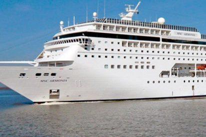 Así embiste un muelle en el Caribe este enorme crucero