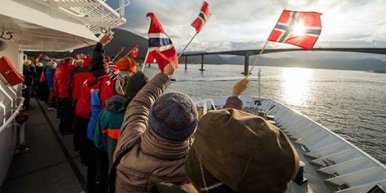 Cruza el Círculo Polar Ártico a bordo de un crucero