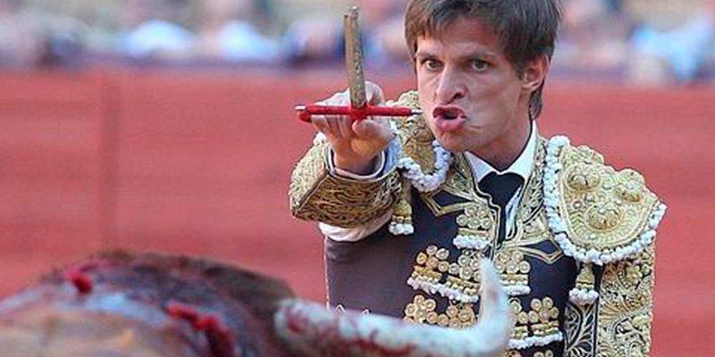 El Juli hace historia en Sevilla; indulta a un toro de Garcigrande