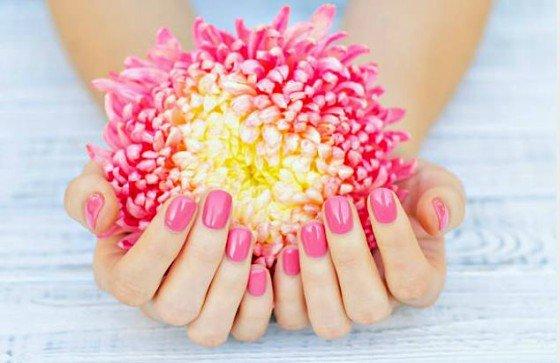 esmaltes de uñas tonos florales
