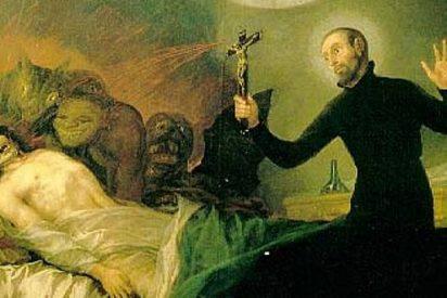 Roma enseña cómo hacer exorcismos por teléfono