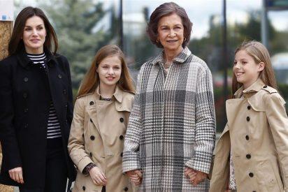 La Princesa Leonor y la Infanta Sofía visitan al Rey emérito en el hospital acompañando a su abuela Doña Sofía