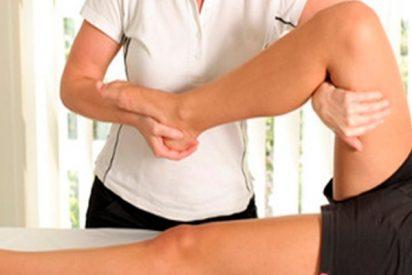 ¿Sabías que la fisioterapia disminuye los síntomas del Parkinson y reeduca los patrones de movimiento?