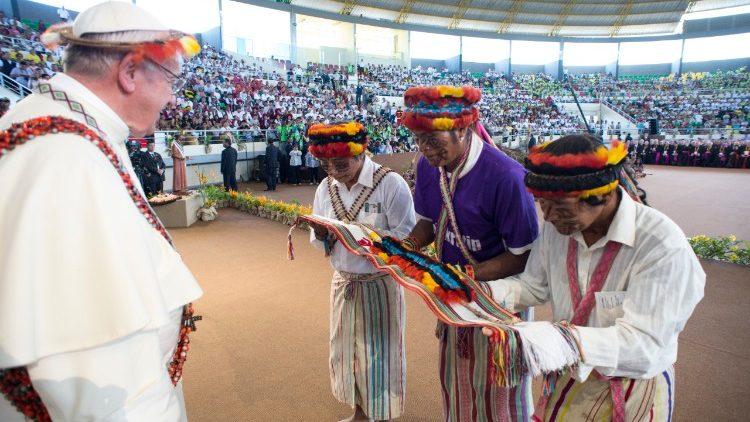 Visita sorpresa del Papa al Presínodo de la Amazonía
