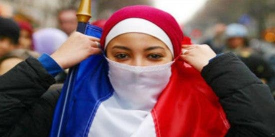 """El adorado musulmán de Podemos azotando a su novia francesa por salir de fiesta: """"¡Por el Corán!"""""""