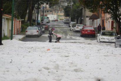 Extraña granizada cubre las calles de Ciudad de México