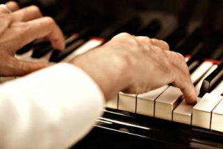 ¿Sabías que la música puede disminuir el dolor y la ansiedad en pacientes sometidos a cirugía?