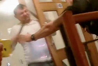 Este hombre drogado intenta apuñalar a un policía y suicidarse