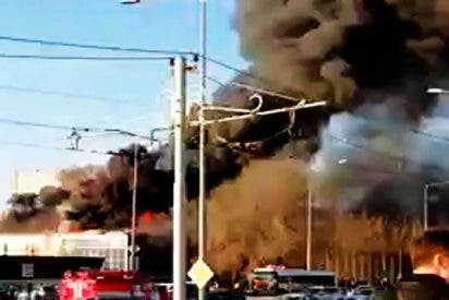 Otro gran incendio arrasa un edificio en Rusia; ¿Qué está pasando?