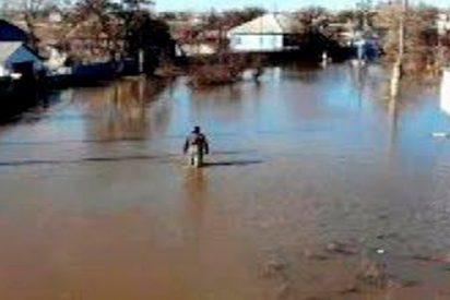 Dron graba las brutales Inundaciones en Rusia que fuerzan a la gente a abandonar sus casas