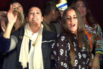 Isabel Pantoja, una fan muy marchosa al ritmo de su hijo Kiko Rivera