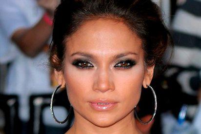 Maquillaje de ojos ahumados perfecto como Jennifer López