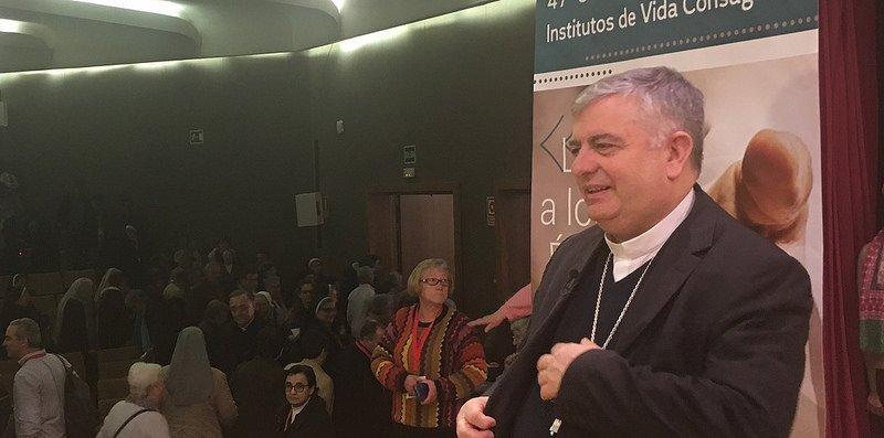 """Rodríguez Carballo: """"Hay más motivos de esperar que de desesperar en la vida consagrada"""""""