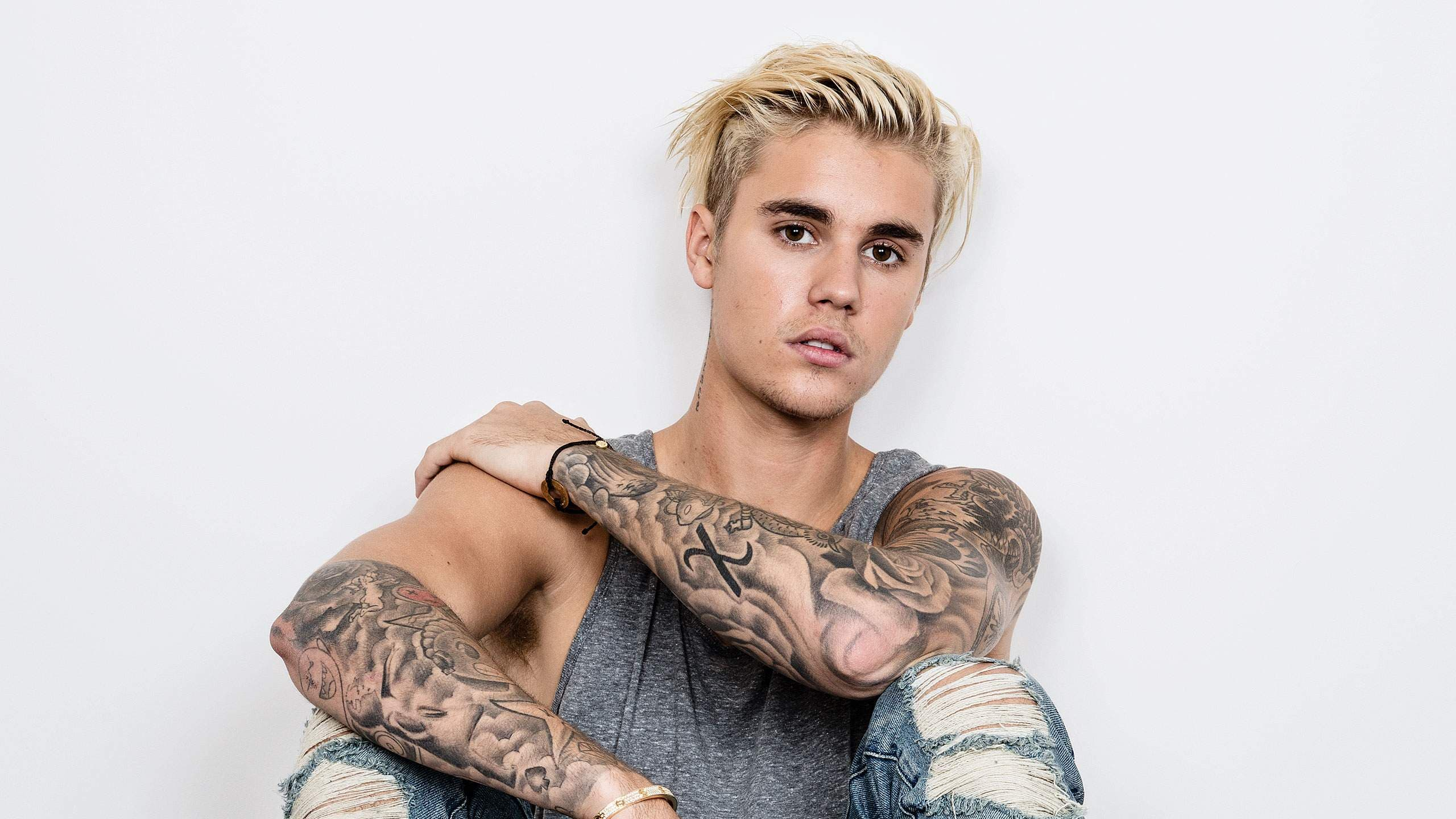 Justin Bieber pasa del misticismo religioso a la absurda simplonería en redes sociales