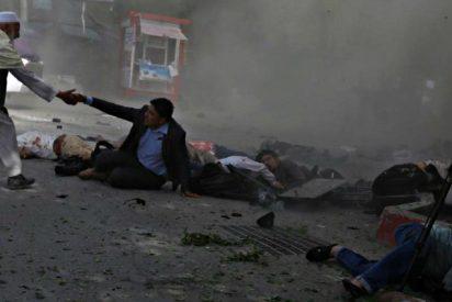 Un doble atentado islamista en Kabul causa al menos 25 muertos, 9 de ellos periodistas