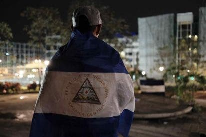 Un motorista irrumpe en la Catedral de Managua para intimidar al cardenal