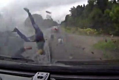 El conductor y los pasajeros del Lada salen volando hacia la muerte