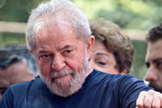 El corrupto Lula se entrega a la Policía y entra en prisión gritando que es inocente