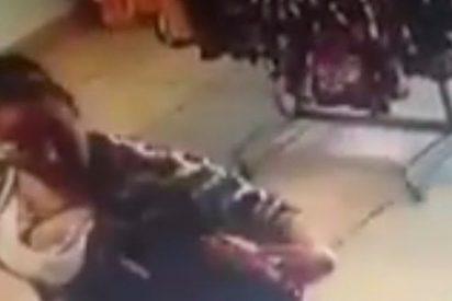 Madre e hijo roban en una tienda con este descaro