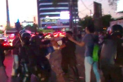 Así son los violentos enfrentamientos en protesta por los injustos cambios de seguridad social en Managua